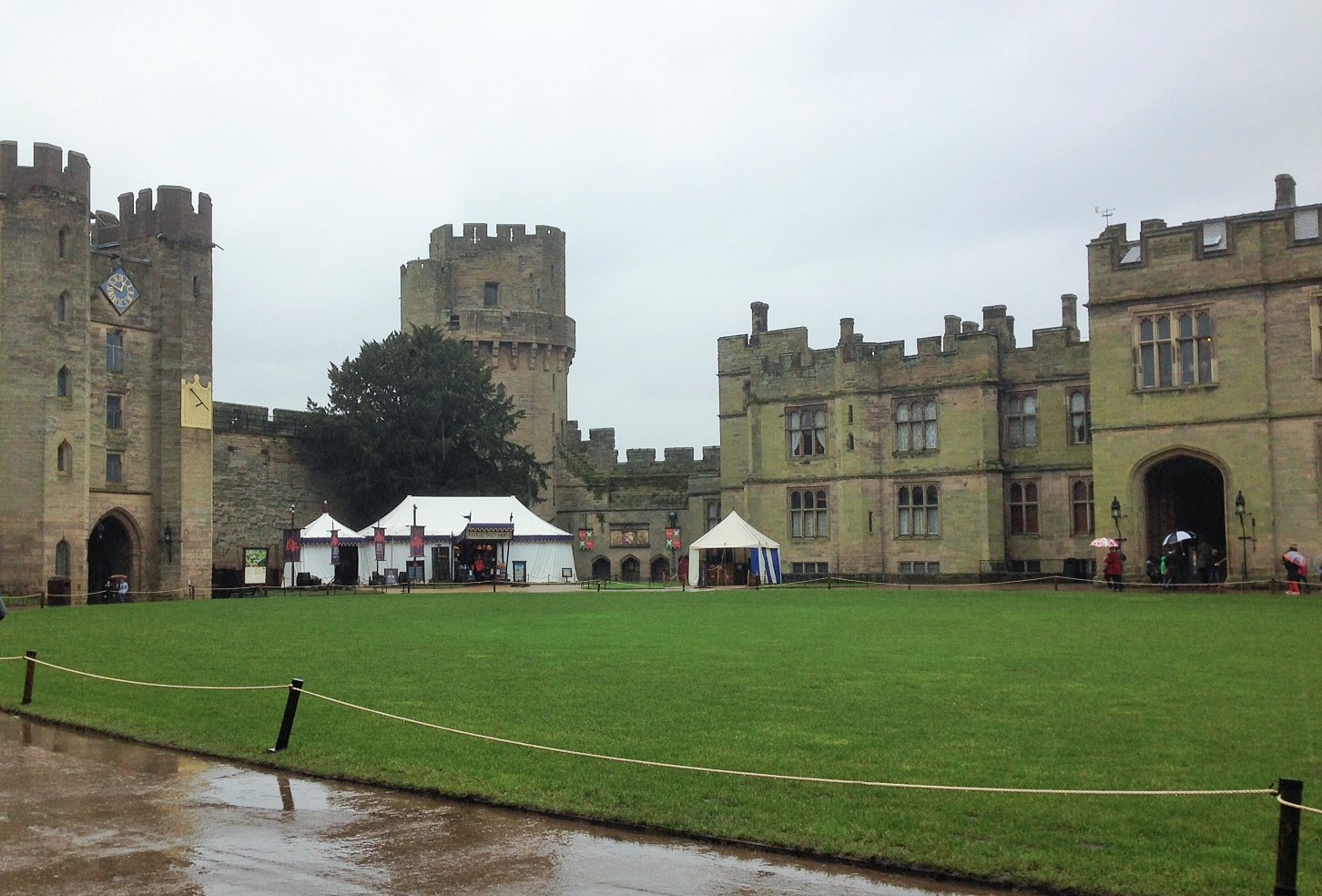 how to get to warwick castle from london